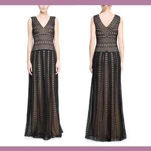 NEW $588 Tadashi Shoji V-Neck Lace Pleated Gown 18